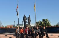 Thành viên Hưng Ca viếng thăm tượng đài Việt Mỹ, Nam California năm 2015